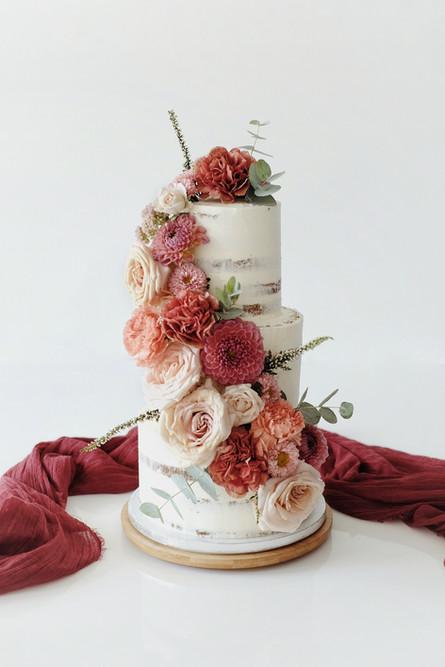 Wedding cake rouge bordeaux.jpeg
