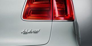 06 bentayga hybrid in white rear exterio