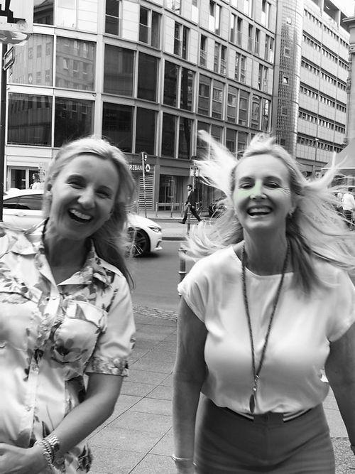 Fotografie der Sense Sisters Gründerinnen in Frankfurt