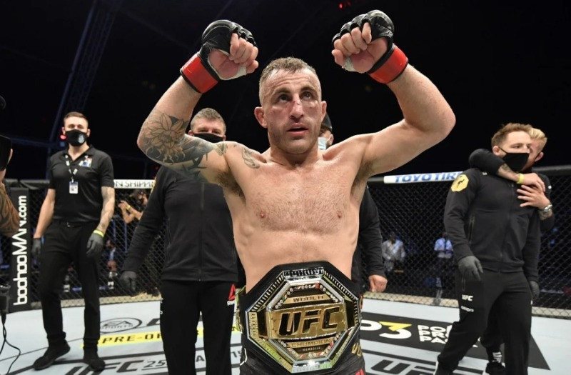 Alexander Volkanovski celebrates after his split-decision victory over Max Holloway in their UFC featherweight championship fight during UFC 251. Photo: Jeff Bottari/Zuffa LLC