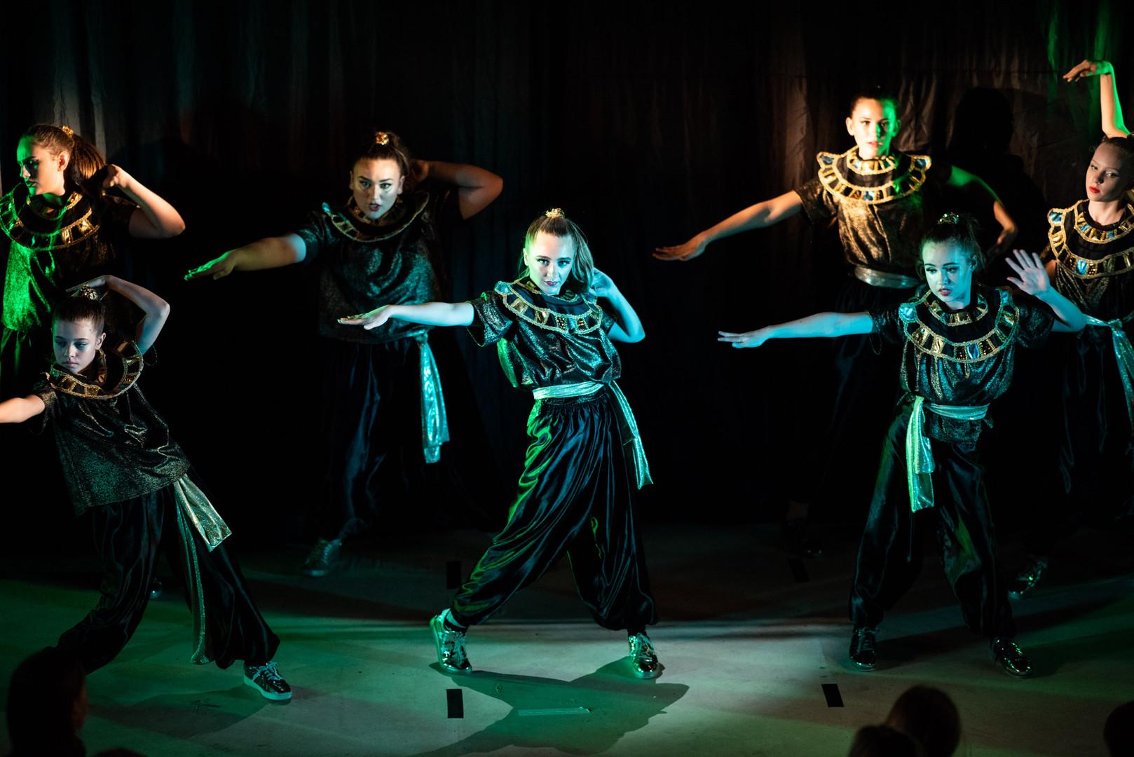 Aladdin Dancers