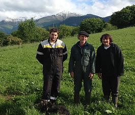Viviane, Rémi et René Moncaubeig:Leit De Brunas, du fromage de vache Brune des Alpes ... au pied des Pyrénées
