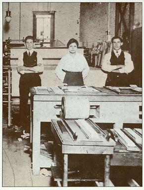 Jovita Idár at El Progreso newspaper, 1914 [postcard]