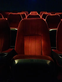 rows-of-red-seats-at-movie-theatre-L3M5W