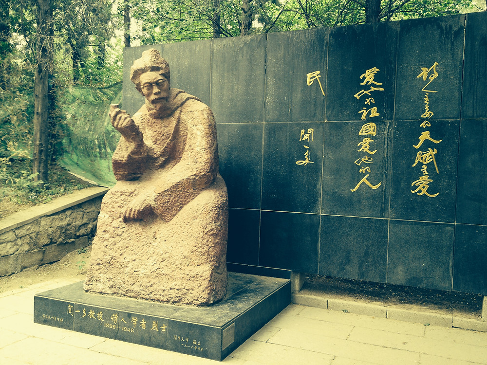 Statue of famous poet Wen Yiduo at Tsinghua Univ
