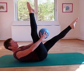 Pilates mit Ball Website.jpg