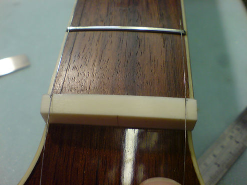 Guitar String Spacing At The Nut | GMC Luthier Tools