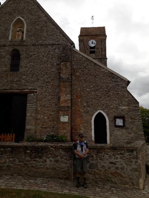 Église romane du petit village de Janvry