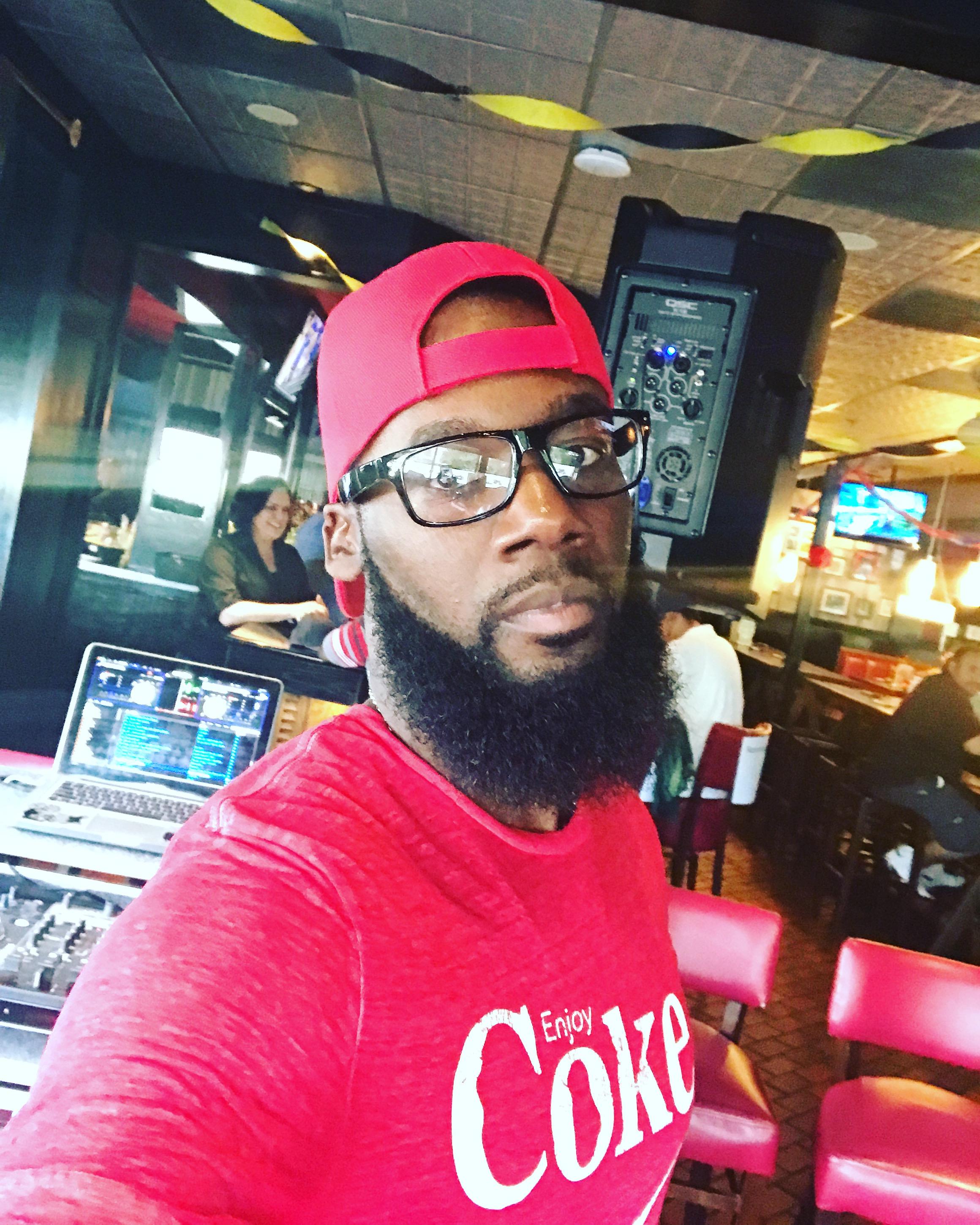 DJ . Skyllz 102