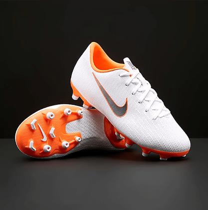 נעלי כדורגל לילדים נייק פקקים - giantballs.co.il