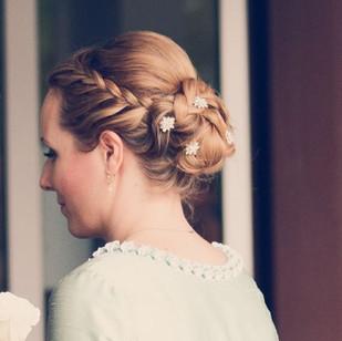 Fotoshooting von einer Hochzeit, Brautstyling, Deutschland, München, Grünwald, Make-up Artist, Visagist, Hairstylist, Friseur, Brautmake-up, Brautfrisur