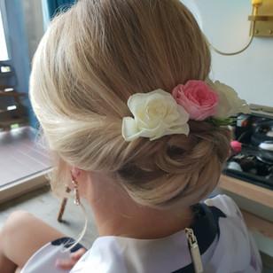 Hochsteckfrisur für eine Hochzeit,Brautstyling, Deutschland, München, Grünwald, Make-up Artist, Visagist, Hairstylist, Brautfrisur