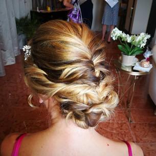 Hochsteckfrisur für eine Hochzeit, Brautstyling, Deutschland, München, Grünwald, Make-up Artist, Visagist, Hairstylist, Friseur, Brautmake-up, Brautfrisur
