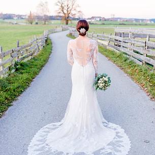 Fotoshooting von einer Hochzeit, Brautkleid Brautstyling, Deutschland, München, Grünwald, Make-up Artist, Visagist, Hairstylist, Friseur, Brautmake-up, Brautfrisur
