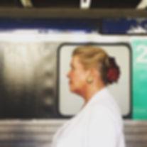Femme chic à Gare de Cannes, 2015