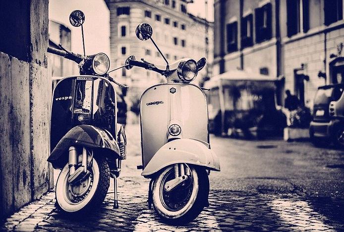 Home-decoration-vespa-scooters-city-stre
