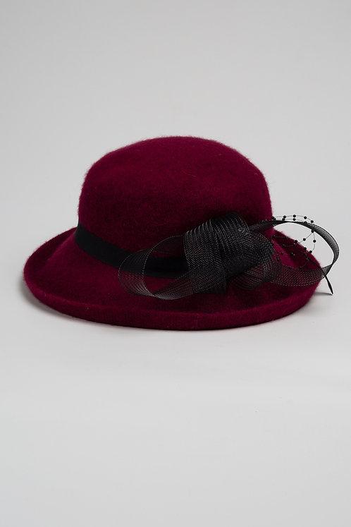 Вълнена шапка от филц с декорация бордо