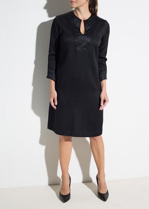 Елегантна дамска рокля черна