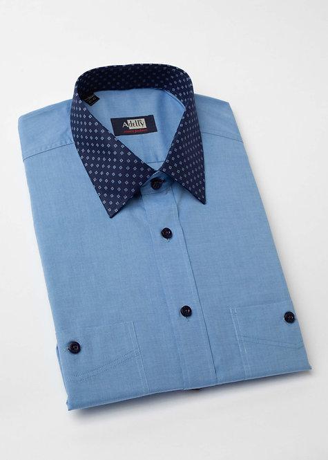 Риза с дълъг ръкав синя с яка на дискретни фигури