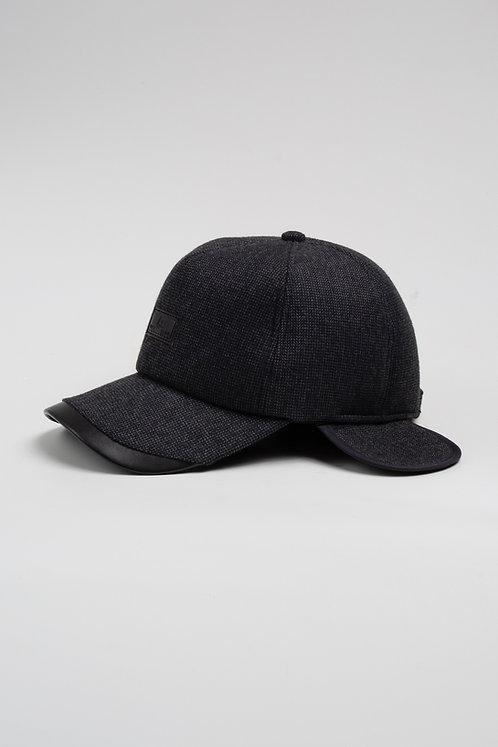 Зимна шапка с козирка черен меланж