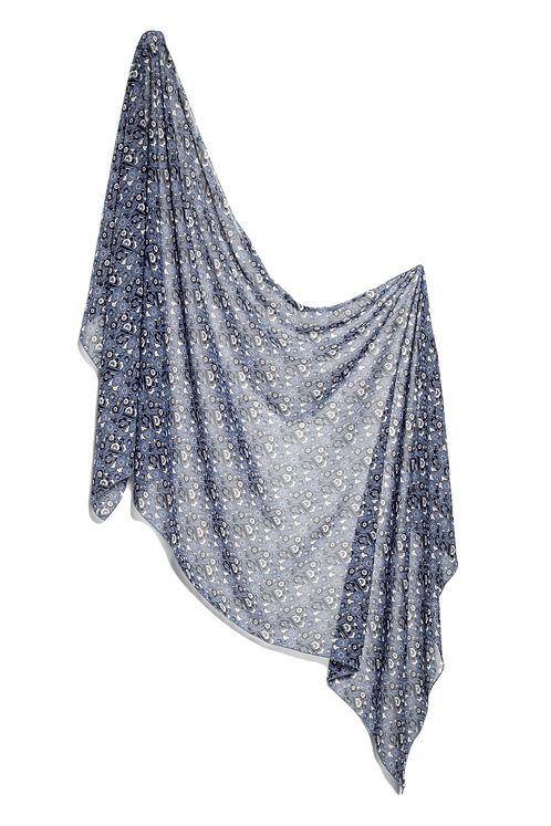Копринен шал син на ситни цветчета