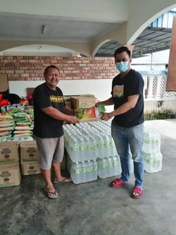 Sharing love with Kahang Flood Victim