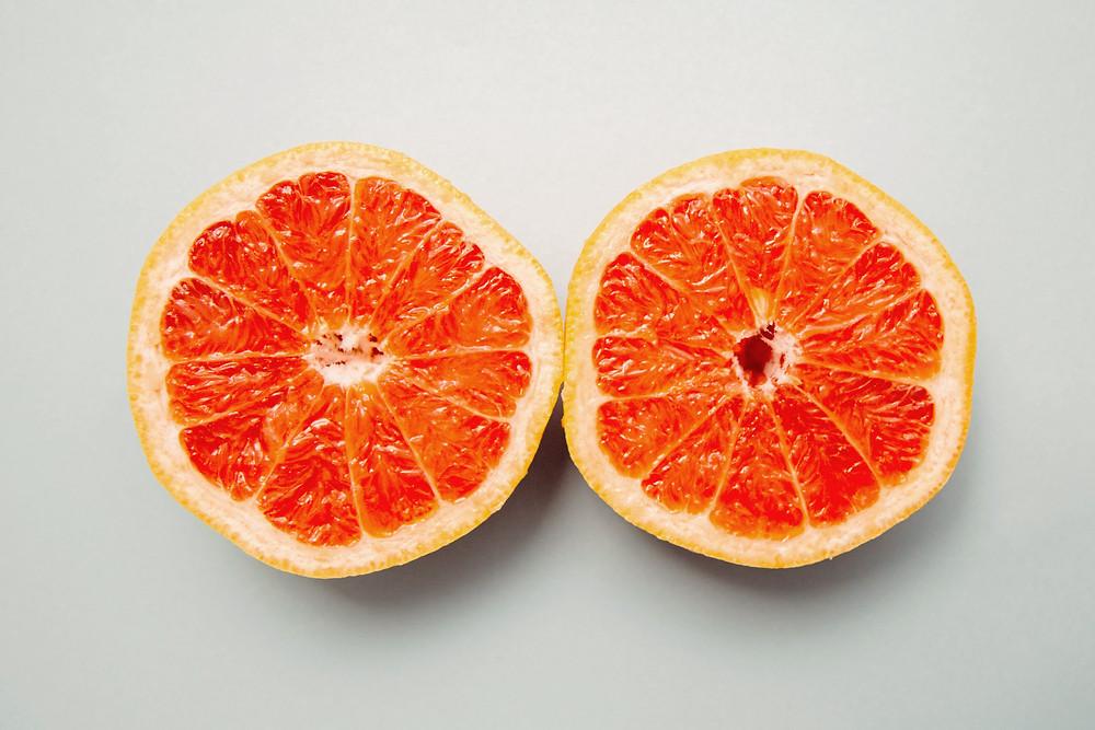 Orangen / Grapefruit sinnbildlich für Brüste Brustkrebsmonat Oktober Brustkrebs