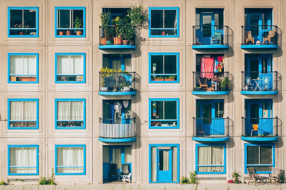 Schöne Wohnungen mit hübschen Fensterläden
