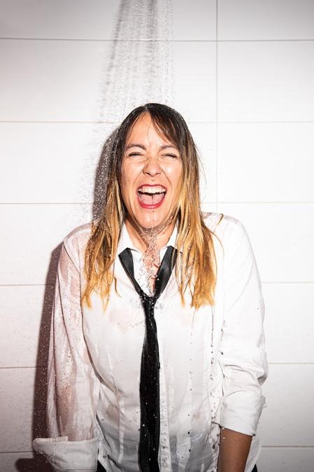 Lisa Catena, Satirikerin/Autorin