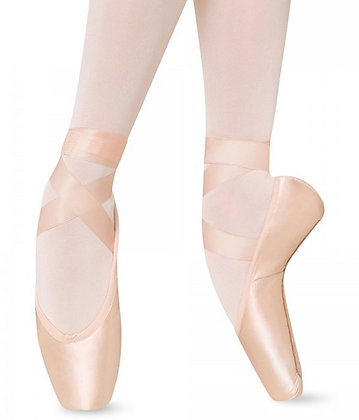 Axis Pointe Shoe