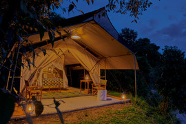 Emboo River guest room at night