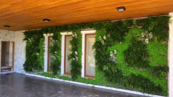 Jardim vertical na garagem