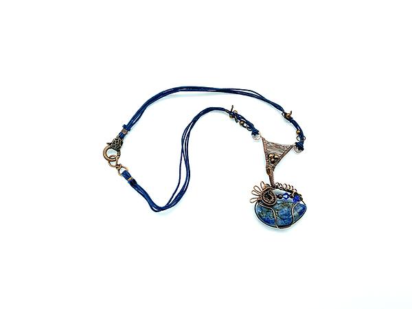 Necklace-Blue-1000px.png