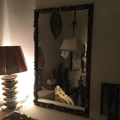Зеркало в деревянной резной раме