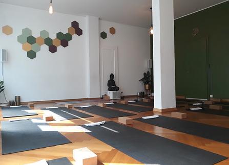 English Yoga Classes in Geneva, Switzerland