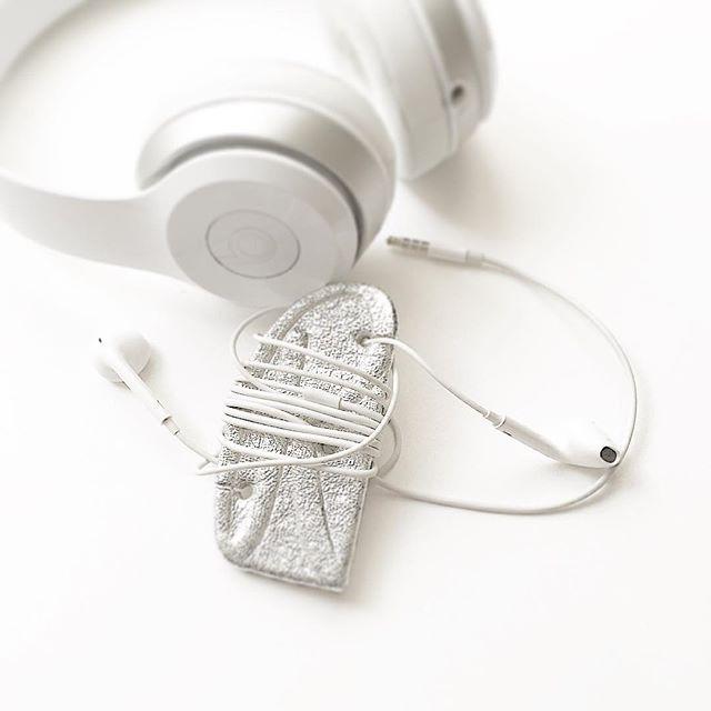 🎧_#R #cartonnage _#earphonereel #leatherworks_#silverleather_#聞くつながり