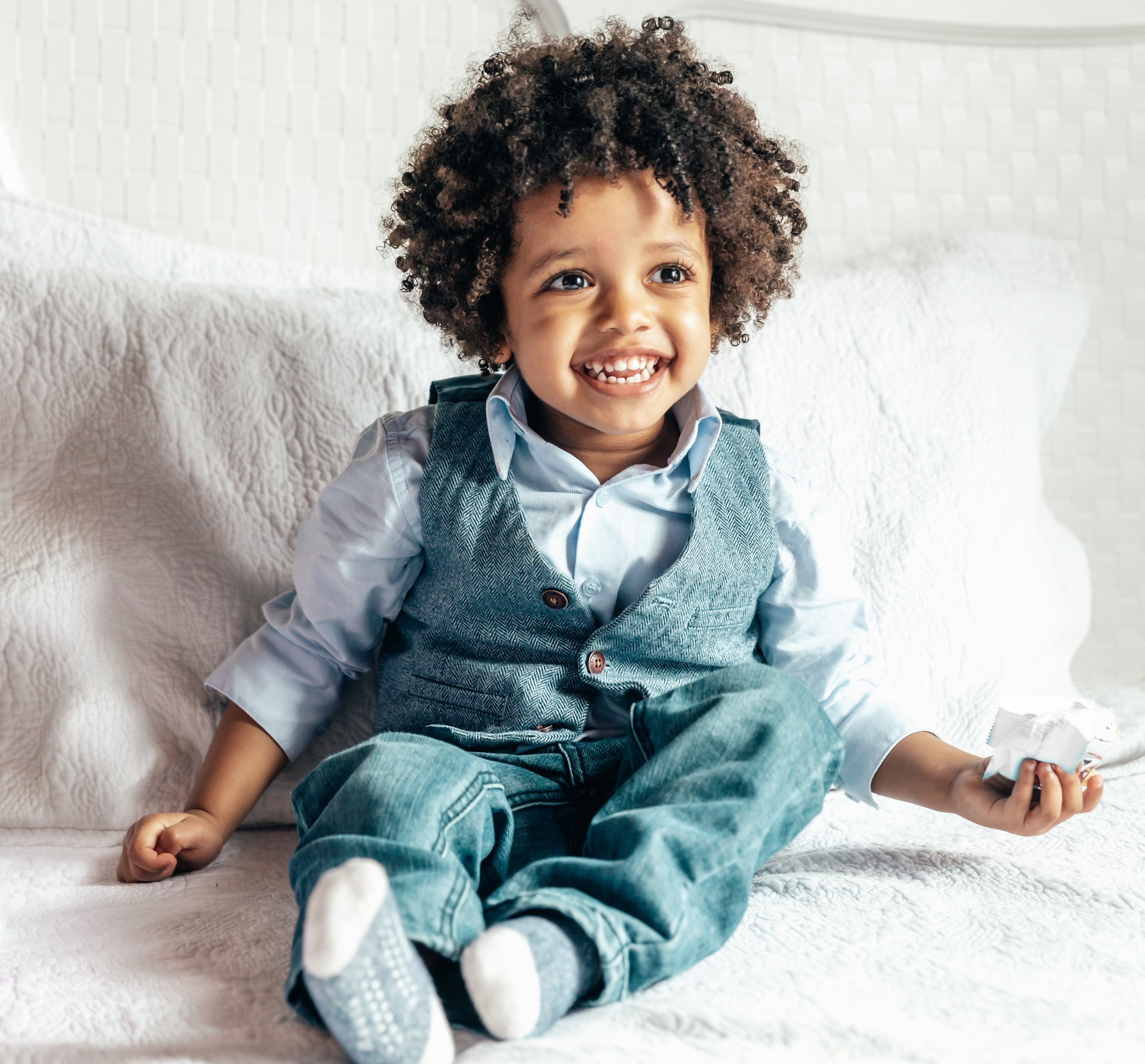 happy-little-boy-sitting-on-bed_4460x446
