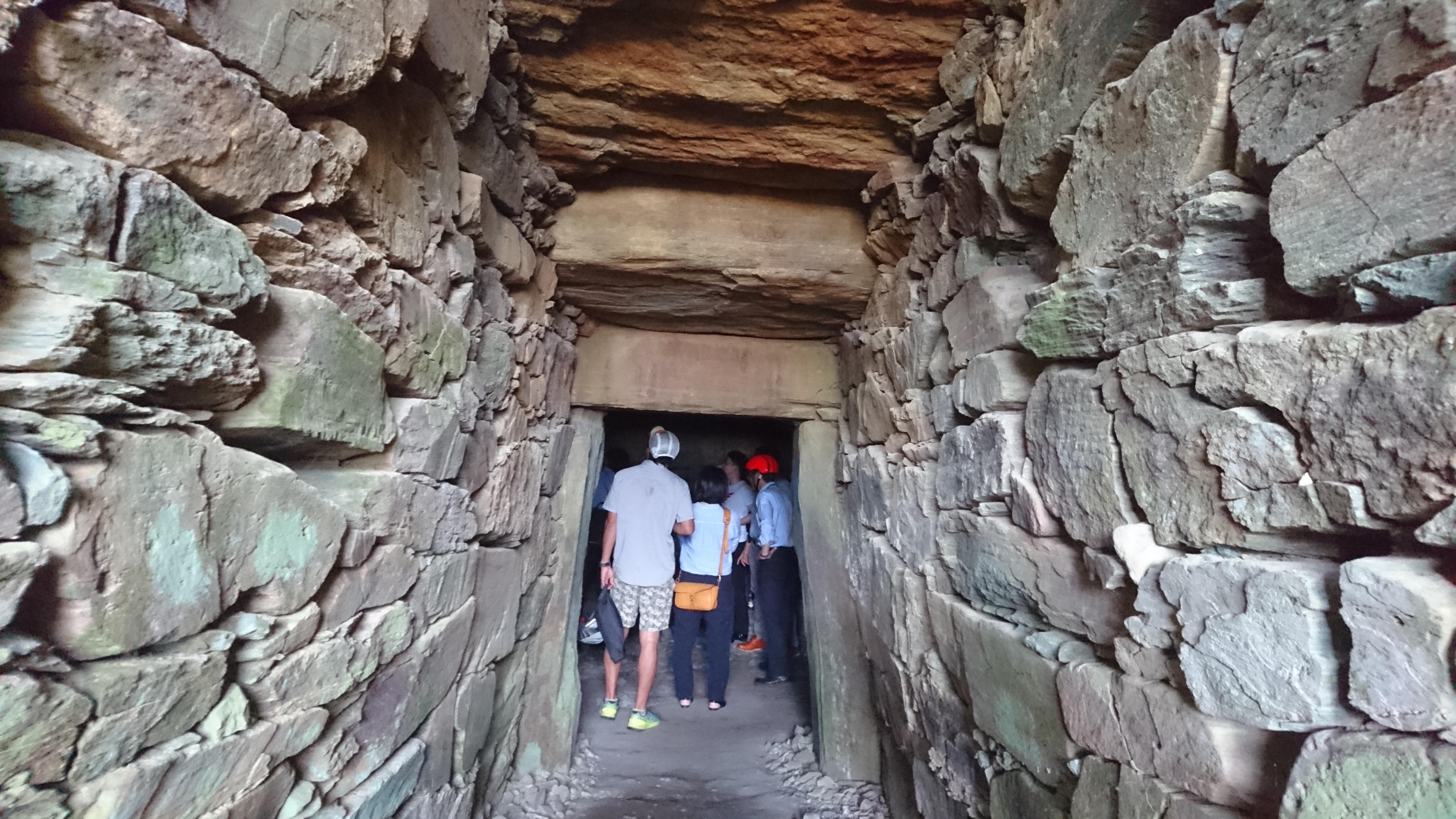 石室に入ることのできる古墳を探索!太古の人の石積みの技術に驚きます。