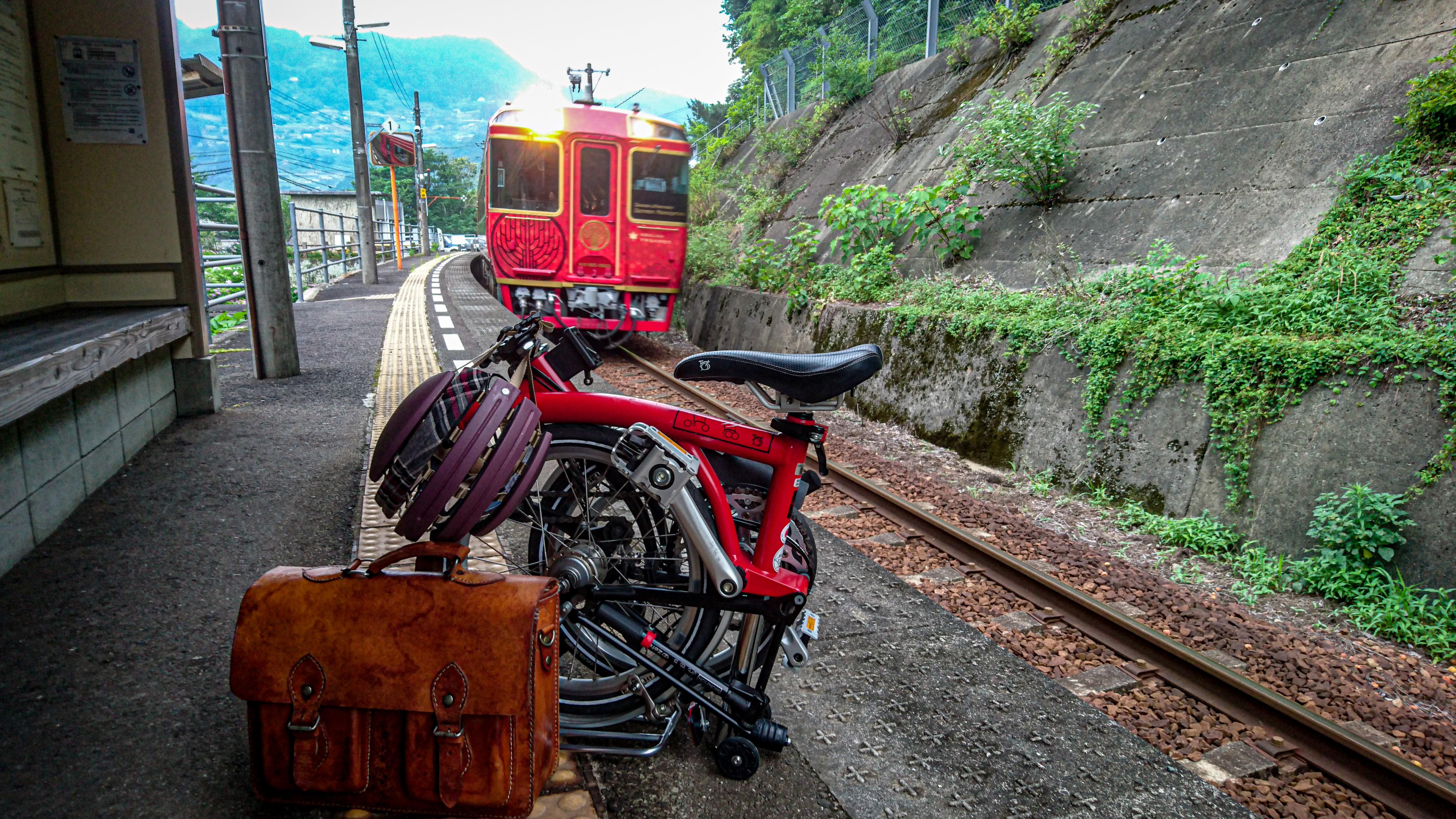 祖谷口駅にて、観光列車・四国まんなか千年物語と。