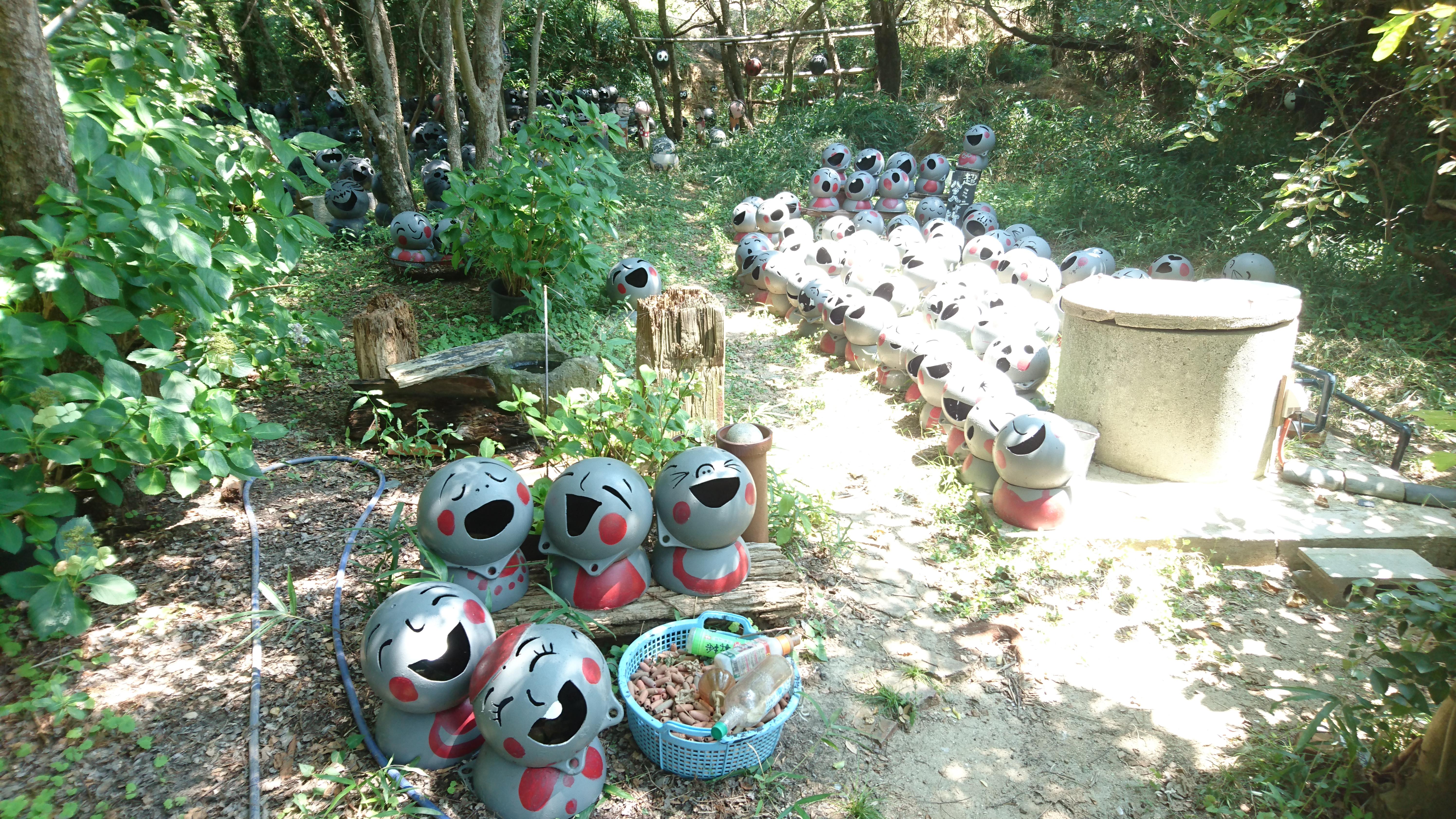 粟島のブイブイガーデン。「ブイ」とは、漁業に用いられる「浮き」のこと。