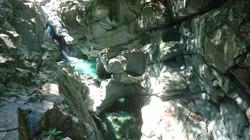 土釜は阿波の青石を清流の水が穿ってできた自然の彫刻!