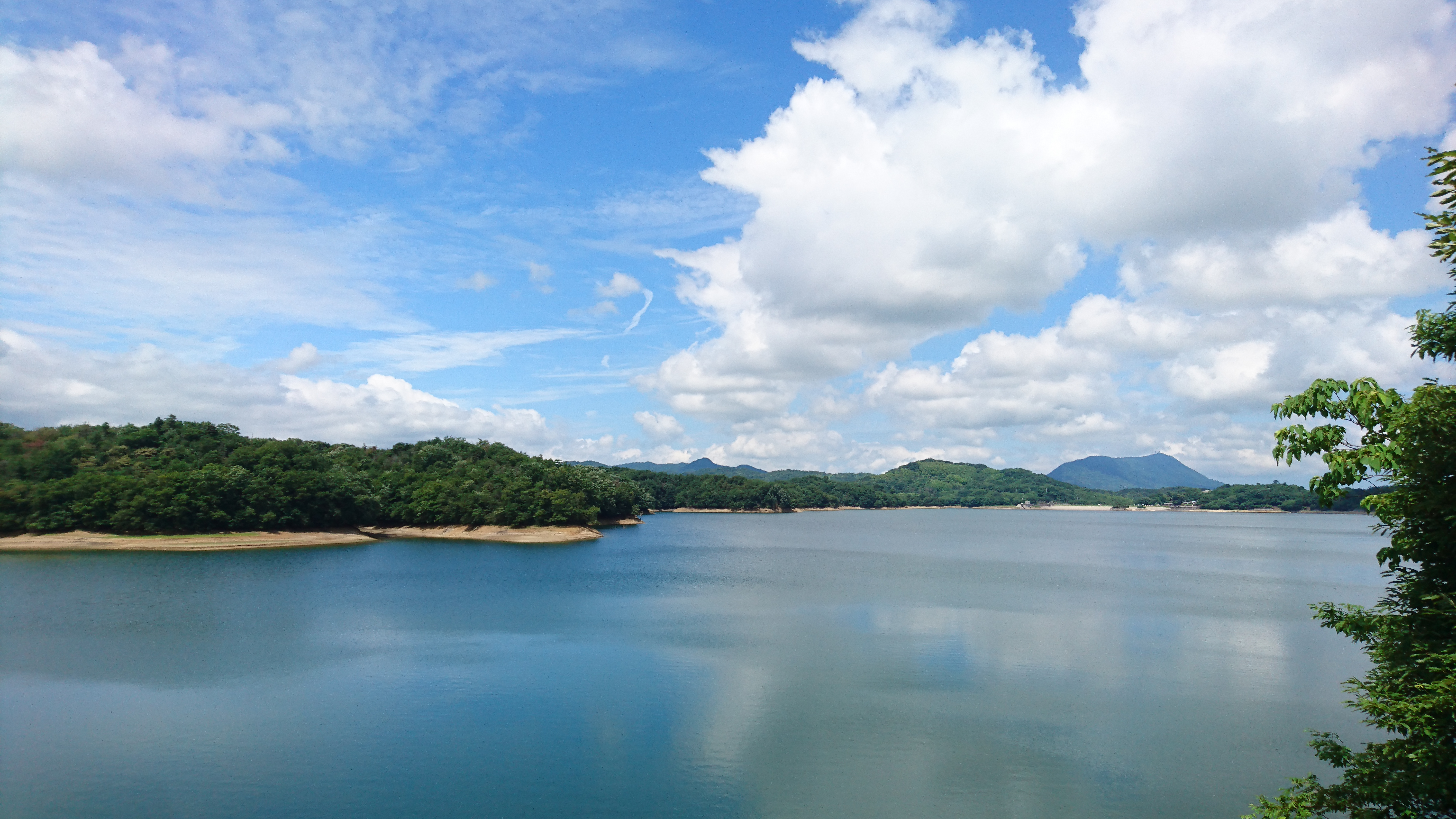満濃池は弘法大師が改修した、日本最大の灌漑用のため池。
