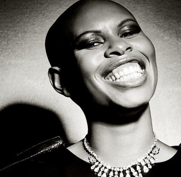 skin skunk anansie singer smiling black and white
