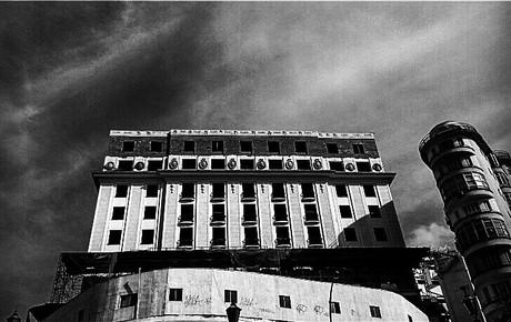 Ruína: terreno instável como palco | Anderson Arêas