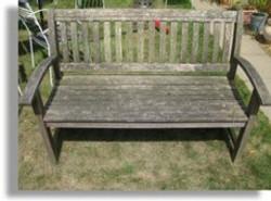 garden bench cleaning