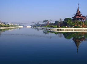 Mandalay palace and moat.jpg