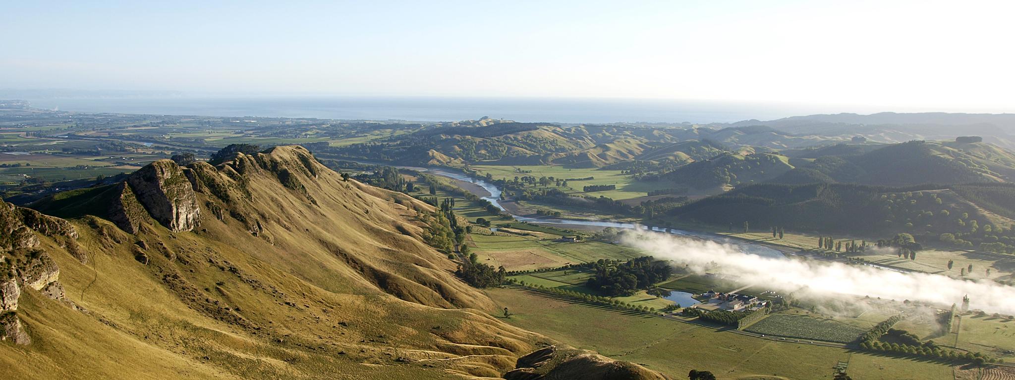 Tukituki_River_-_Te_Mata_Range