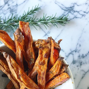 ROSMARY CHUNKY SWEET POTATO FRIES