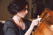 Sandrine Osman, luthière à l'Atelier Pierre Barthel à Paris