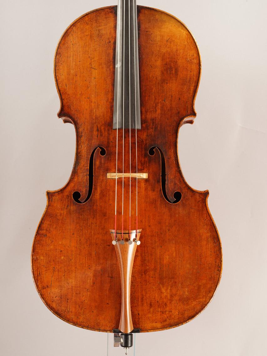 Violoncelle réalisé par Jean-Baptiste Vuillaume vers les années 1835.